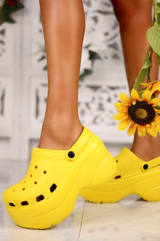 Cape Robbin Gardener Yellow Platform Clogs Slippers Fashion Comfortable Shoes
