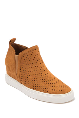 Steve Madden Women's Clarke Perforated Wedge Sneaker CAMEL