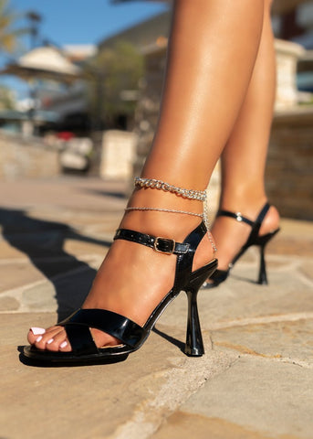 CAPE ROBBIN AVIE IT'S ALL IN THE DETAILS STRAPPY SPOOL HEEL SANDALS BLACK
