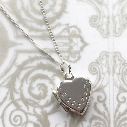 Gardinia Silver Leaf Pattern Heart Locket