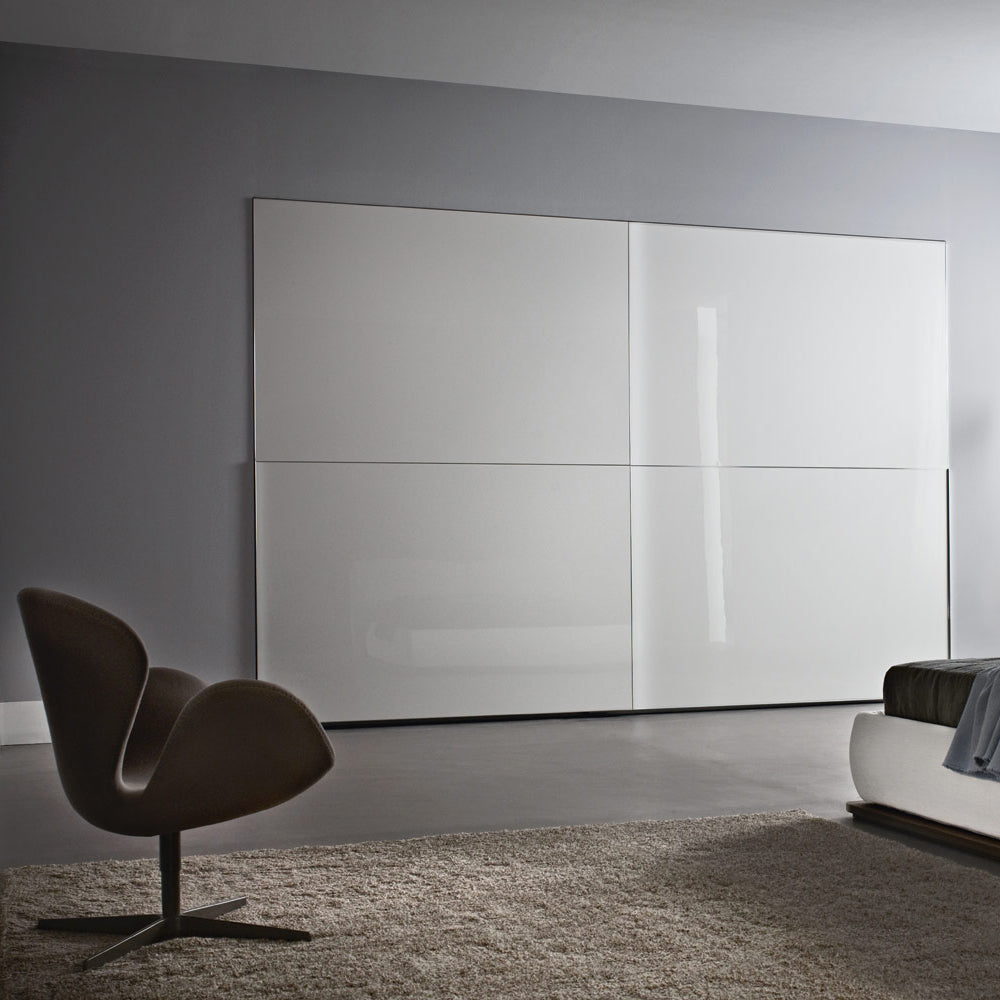 Fitted bedroom and wardrobe compositions
