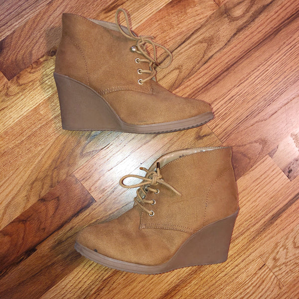 White Mt. Tan Brown Suede Wedges 7