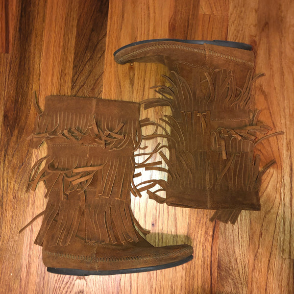 Minnetonka 7 brown fringe tall boots