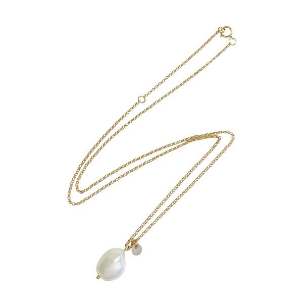 Tess Baroque Pearl Necklace in Gold Color