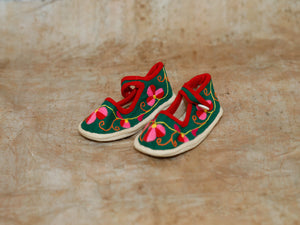 Embroidered Shoe Magnet in Green