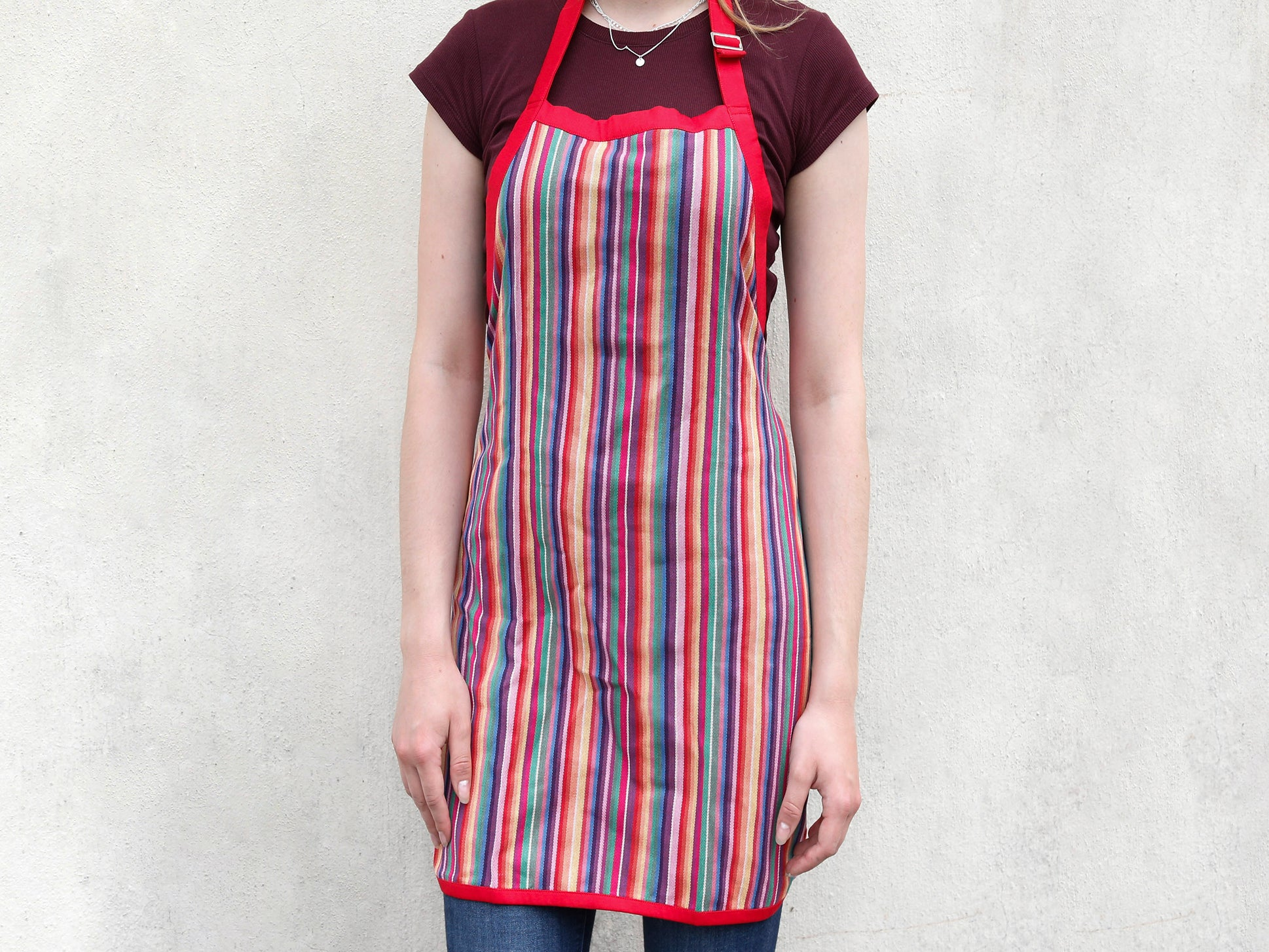 Apron stripe w/ deep red border