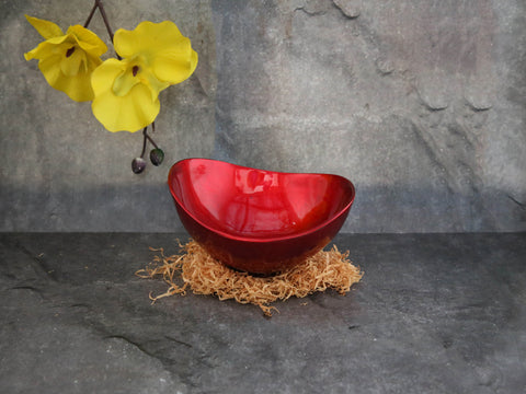 Lacquer Bowl-Boat shaped (red)
