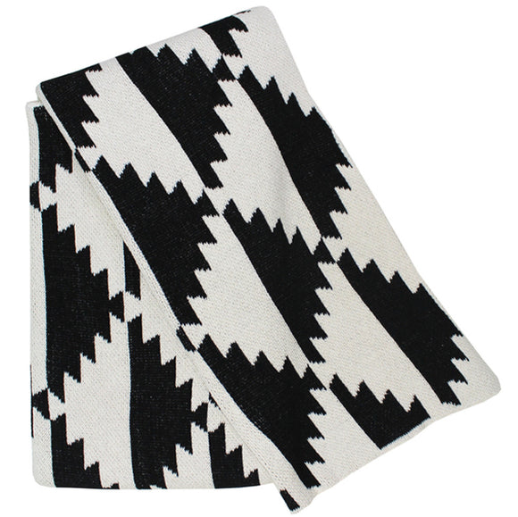 Black & White Pyramids Throw Blanket | Happy Habitat