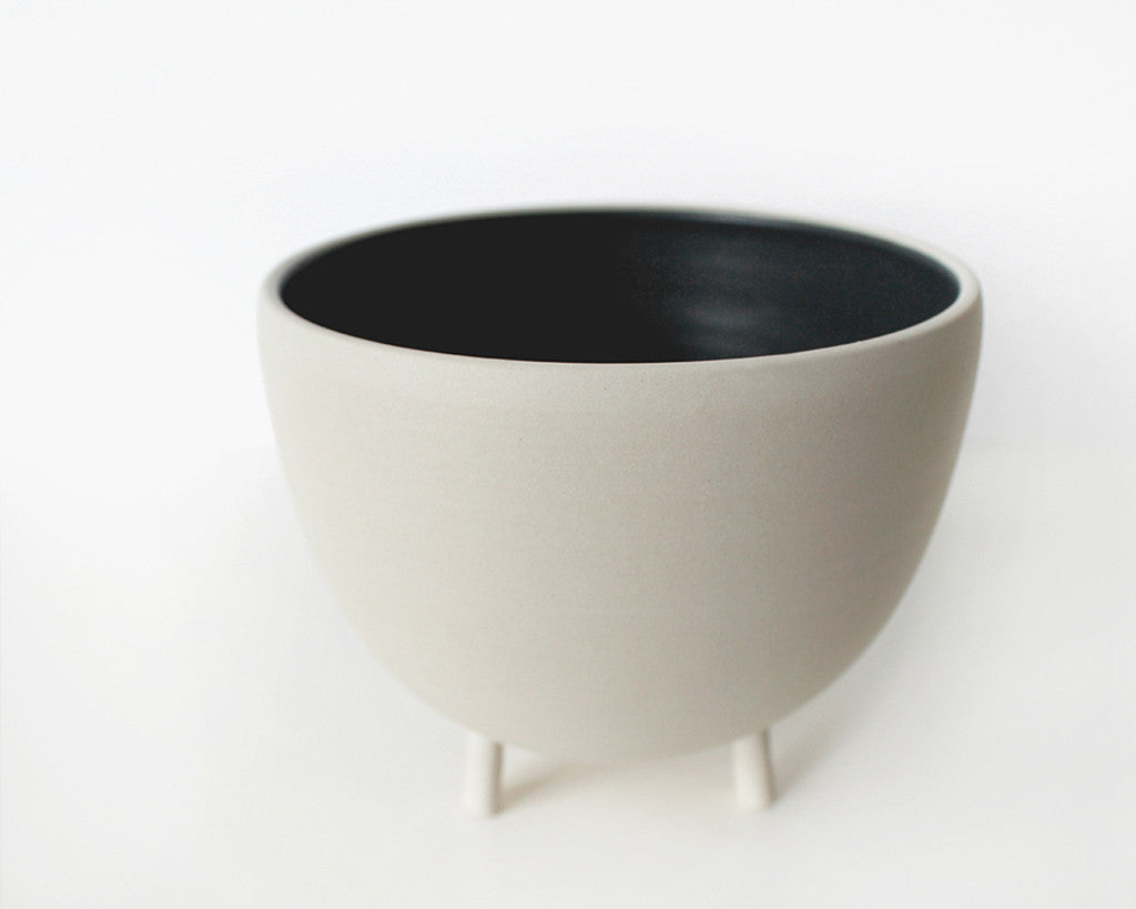 Charcoal Gray Tripot Serving Bowl | Pigeon Toe