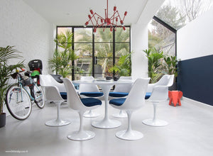 Room view of 120cm & 6 Tulip Chairs with blue cushions