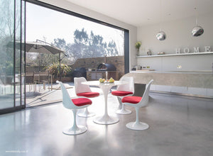 Orangery with small Tulip Marble Table & 4 Tulip Chairs with red cushions