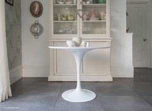 White laminate 90cm Tulip Table with vases