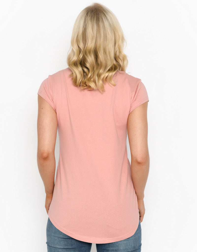 Women's Scoop Hem T-shirt - Flamingo With Flowers