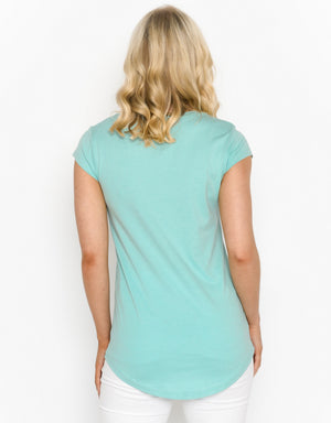 Women's Scoop Hem T-shirt - Girl In The Hat