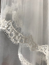 Load image into Gallery viewer, Brandi - Ivory Veil with Lace Edge