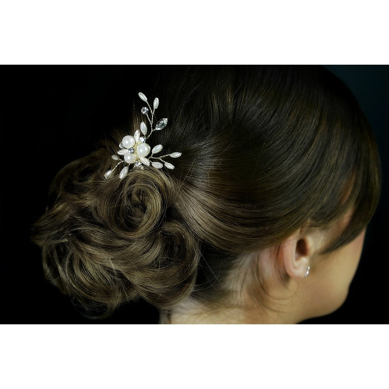 A Beautifully crafted light Silver, Diamante and Pearl floral design hair pin