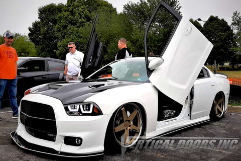 VDCDC0510_Dodge-Charger-Vertical-Lambo-Doors-Chris-1