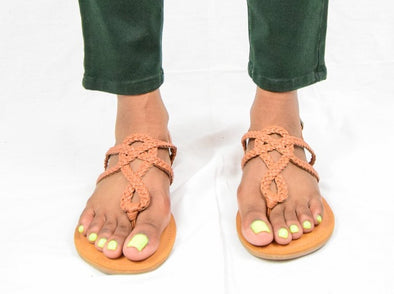 Universal Thread Jana Cognac Tan Braided Thong Sandals w/ Buckle