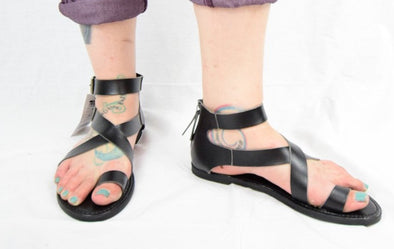 Universal Thread Maribella Black Slip On Sandals Toe Wrap Gladiator