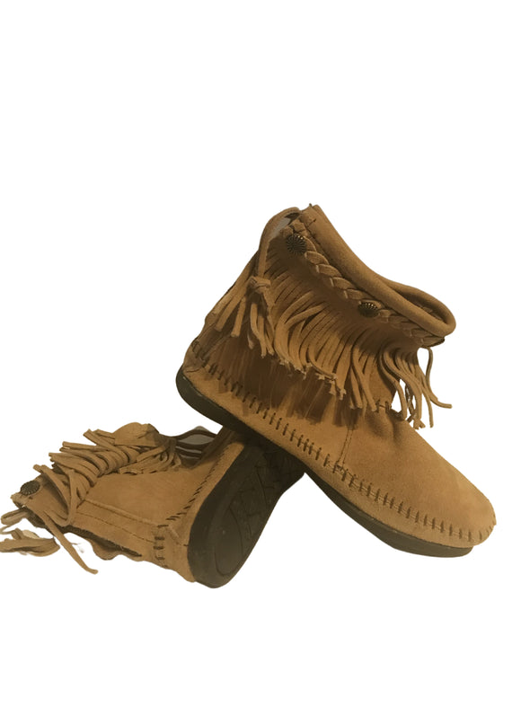 Minnetonka Moccasin Suede #297 Golden Tan Back Zip Fringe Women's Bootie Size 5