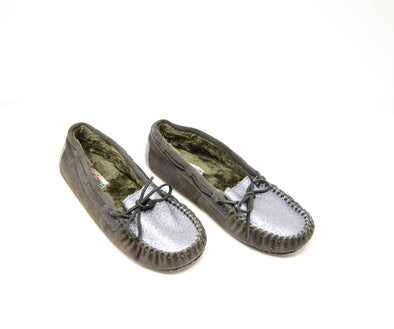 Minnetonka 40319 Women's Charcoal Grey Silver Glitter Moccasin Slippers Fur Lined Sz 11