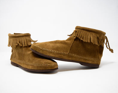 Minnetonka Moccasin Women's Fringe Back Zip Suede Bootie Dusty Brown #283
