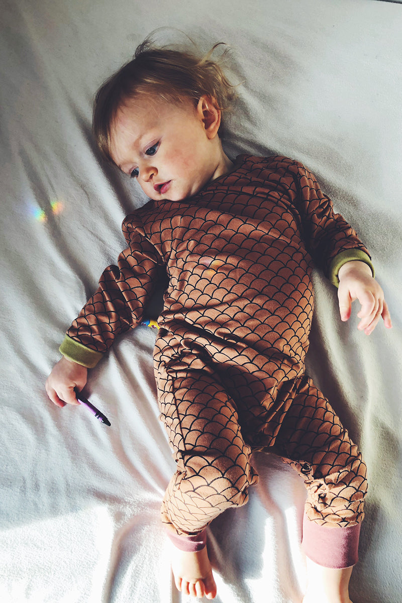 MONTY SLEEPSUIT - SCALLOP PRINT SHELL