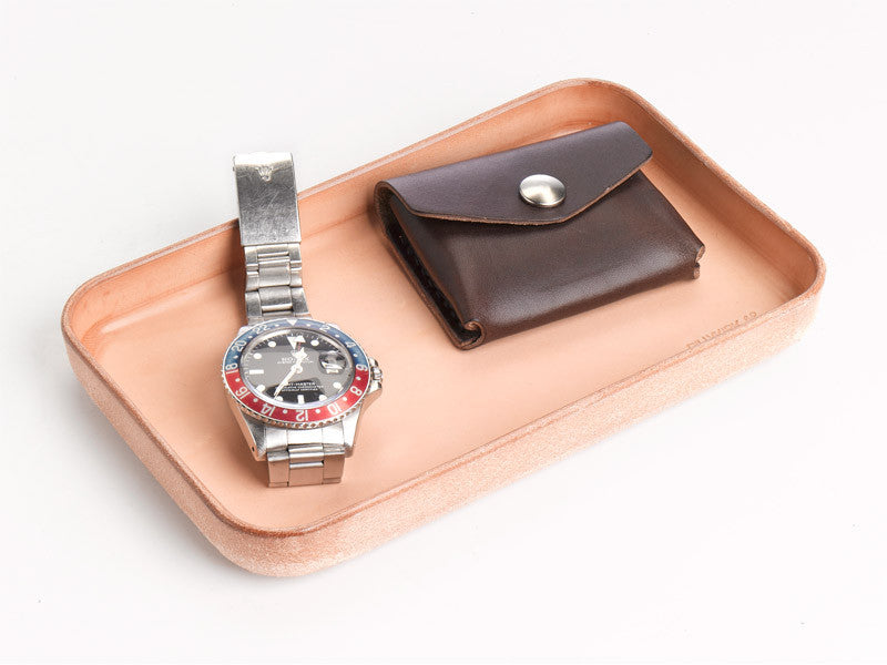 No. 309 Plain Raw Vegtable Tan Leather Valet Tray Lifestyle