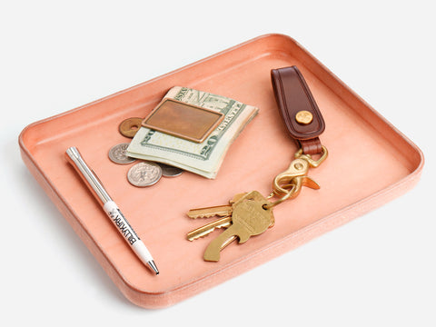 No. 471 Large Plain Raw Vegtable Tan Leather Valet Tray Lifestyle
