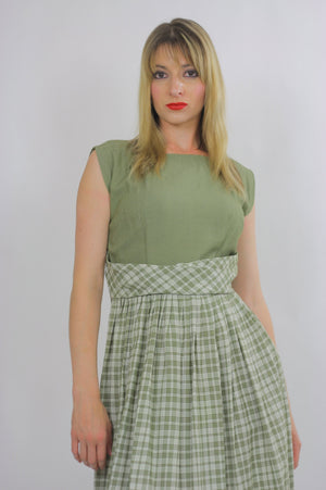 plaid dress green pleated Vintage  1970s dirndl gingham checkered high waisted sleeveless Festival Large - shabbybabe  - 4