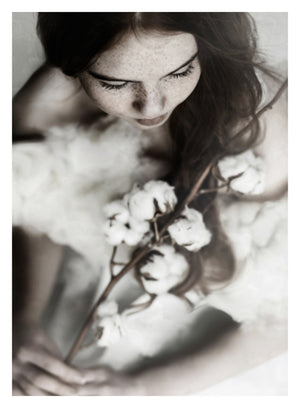 Fotoplakat Girl with Cottonflower fra Ingrey Studio