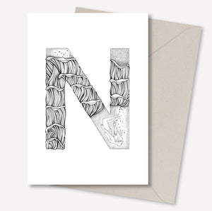 N · ALPHABEACH wall card fra ALPHABEACH by Skye & Sane