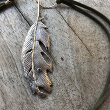 Load image into Gallery viewer, Sterling feather necklace