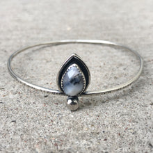 Load image into Gallery viewer, Agate Teardrop Bangle