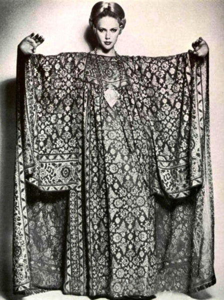 bad5b341ad2 ... wearing wonderful caftans and accessorized to the max. And when I head  out to my next ghabaga in my favorite caftan
