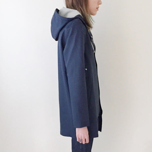 Stutterheim Stockholm Raincoat Navy - Side