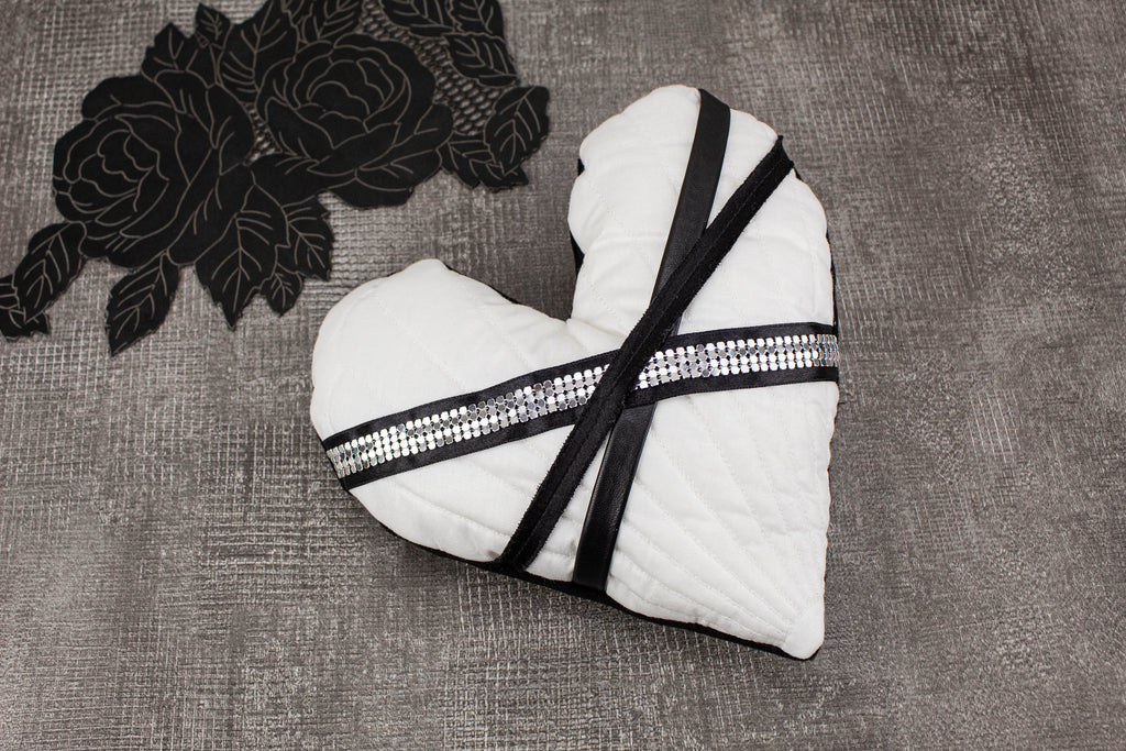 Quilted White Heart Pillow SPP00023