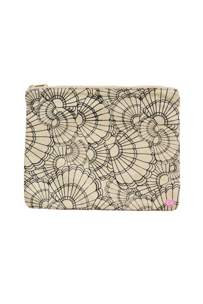 CAMERON HAWAII Large Clutch - Fanned Shells Black