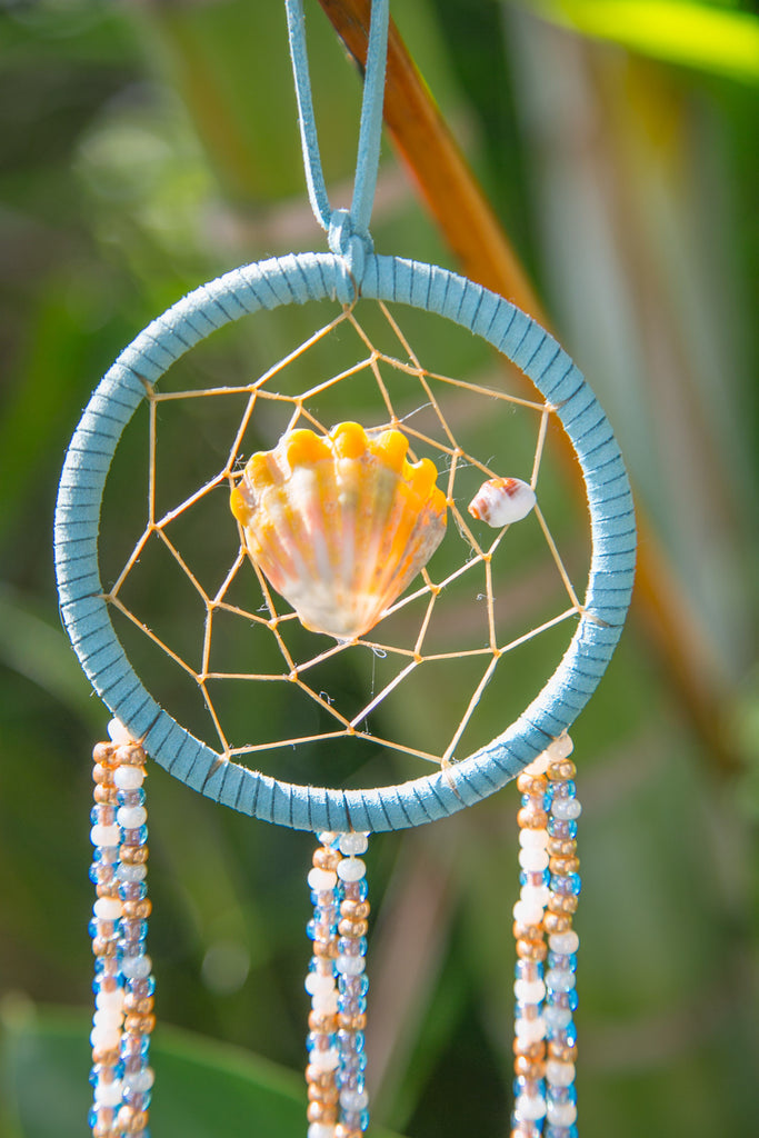 NOMAD HAWAII Small Ocean Dreamcatcher - Sunrise Shell/ Mystic Blue & Gold