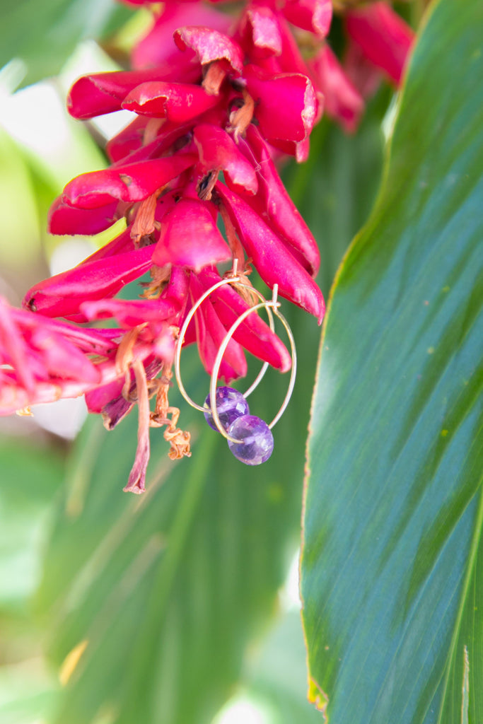 NOMAD HAWAII Manini Amethyst Hoop Earrings - Gold