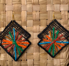 Carregar imagem no visualizador da galeria, Magic colors, embroidery filé earrings