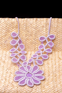 Crisântemo, lace necklace
