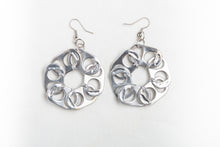 Carregar imagem no visualizador da galeria, Flores, soda pop-ups earrings