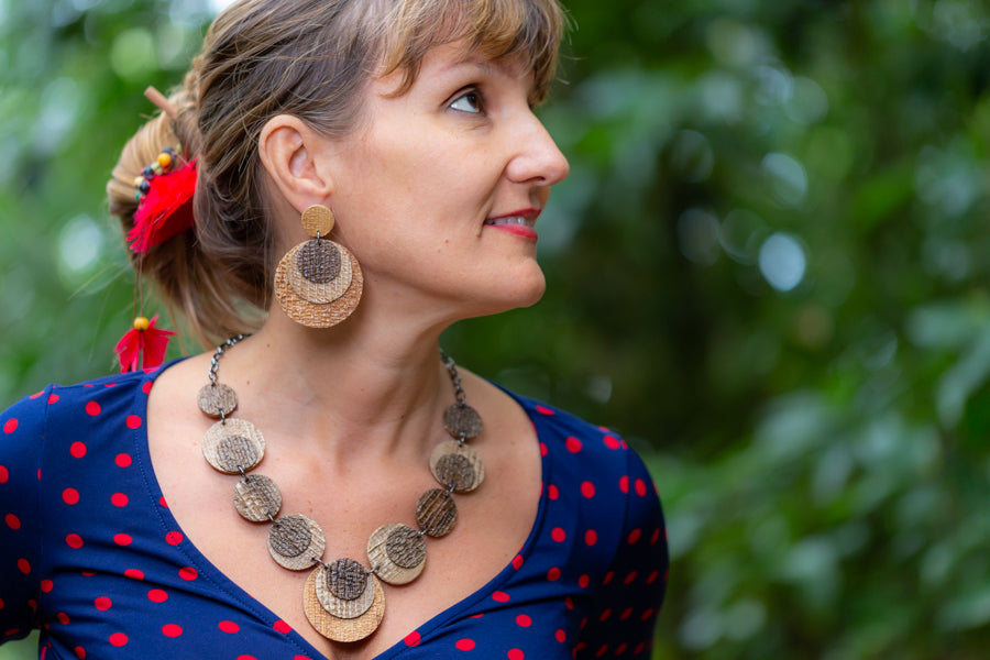 sustainable necklace snd earrings  with recycled materials and banana fibre