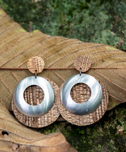 Load image into Gallery viewer, sustainable earrings with recycled materials and banana fibre