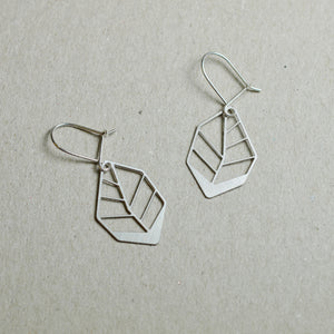 Hoja: Small abstract leaf earrings