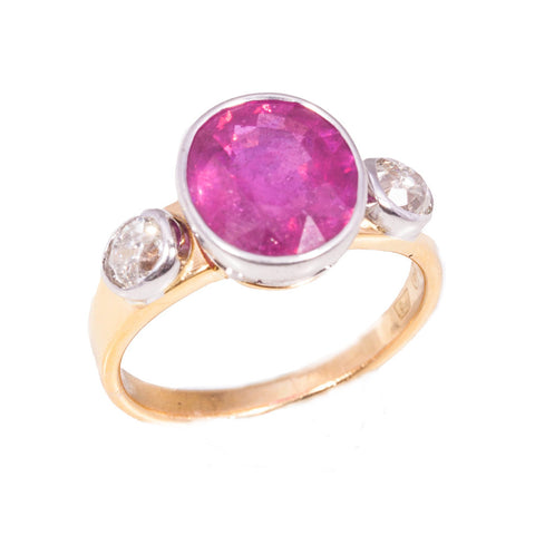 Vintage 4.50 ct Ruby & Diamond cocktail ring in 18ct yellow gold