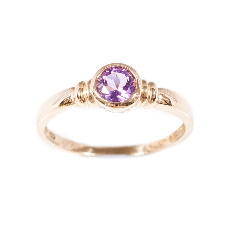 Amethyst ring set in 9ct gold