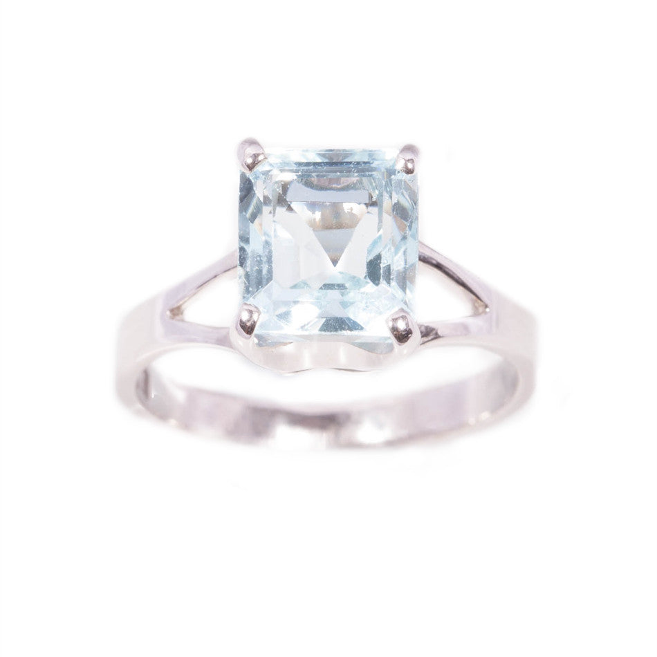 Aquamarine ring in 9ct white gold