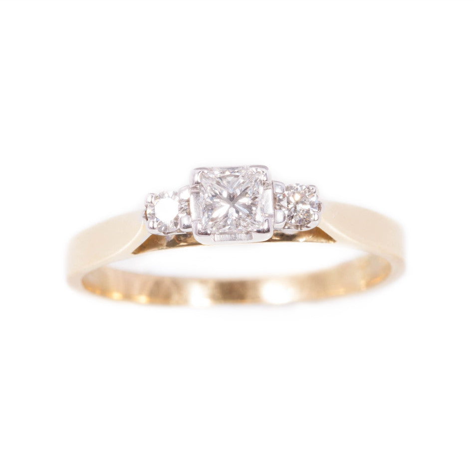 Princess Cut Diamond Ring in 18ct yellow gold